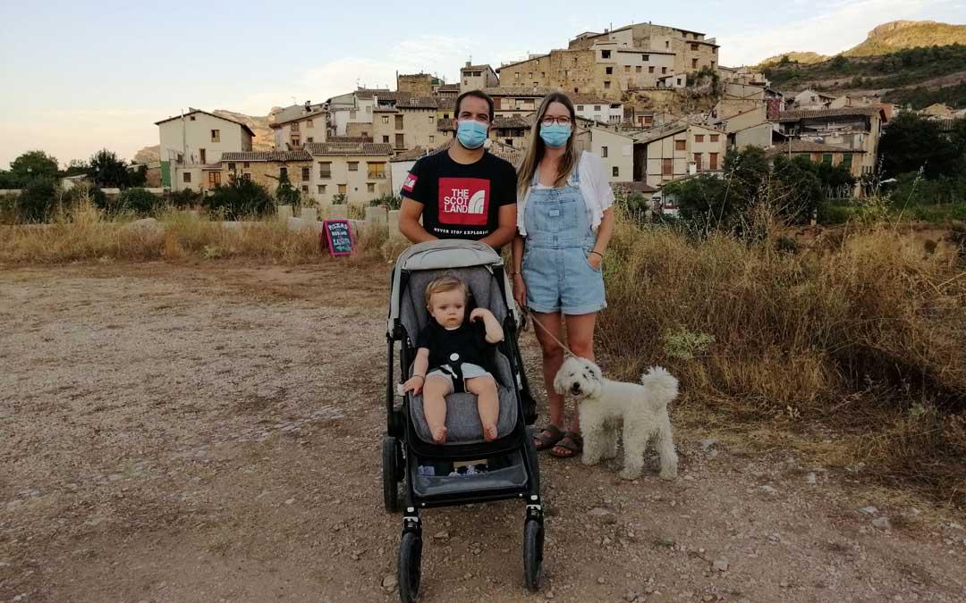 La familia Celma Liñán ha regresado a las raíces al instalarse en Beceite. / Javier de Luna