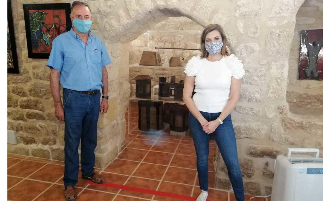 La oficina de turismo de Calaceite exhibe las medidas y pesos tradicionales