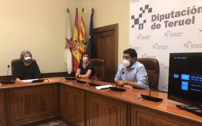 """El """"frescalor"""", """"rapilento"""", """"tranquitenso"""" y """"cosmopueblita"""" de Siente Teruel en lengua de signos"""