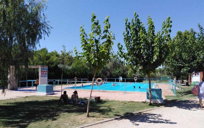 El camping de Alcañiz se llena  de familias locales