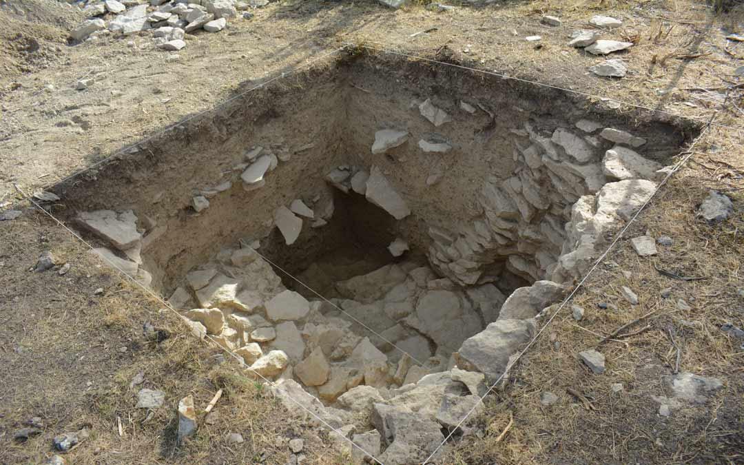 Cata de 1,3 metros realizada en el extramuros del yacimiento donde se constata ocupación./I.M.