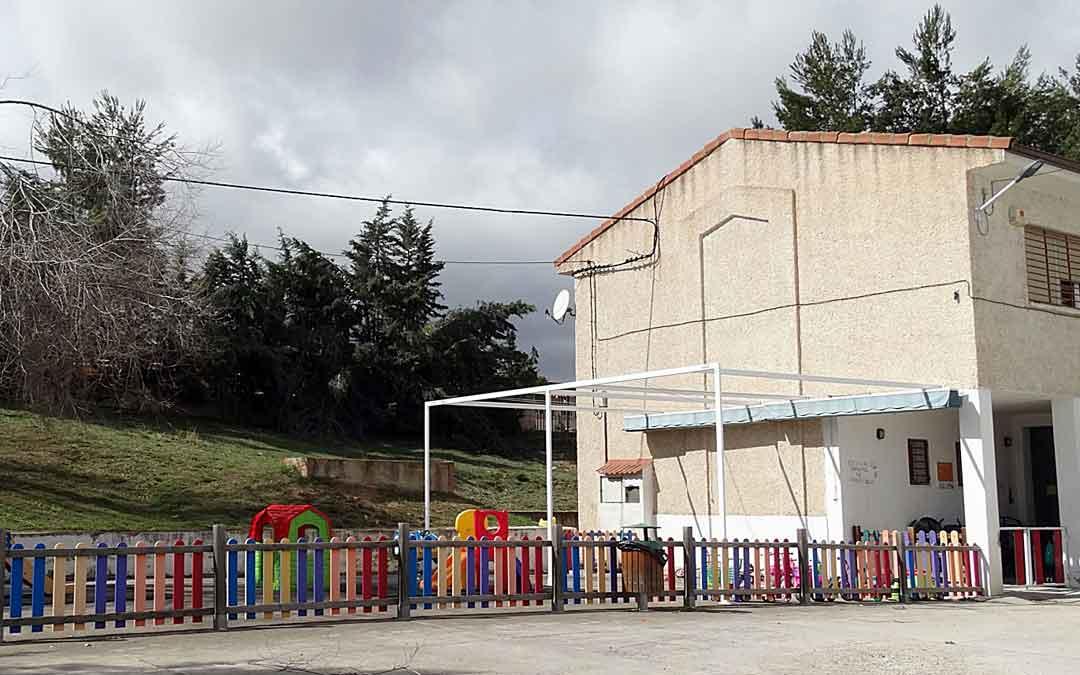 Exteriores de la escuela municipal infantil de Utrillas