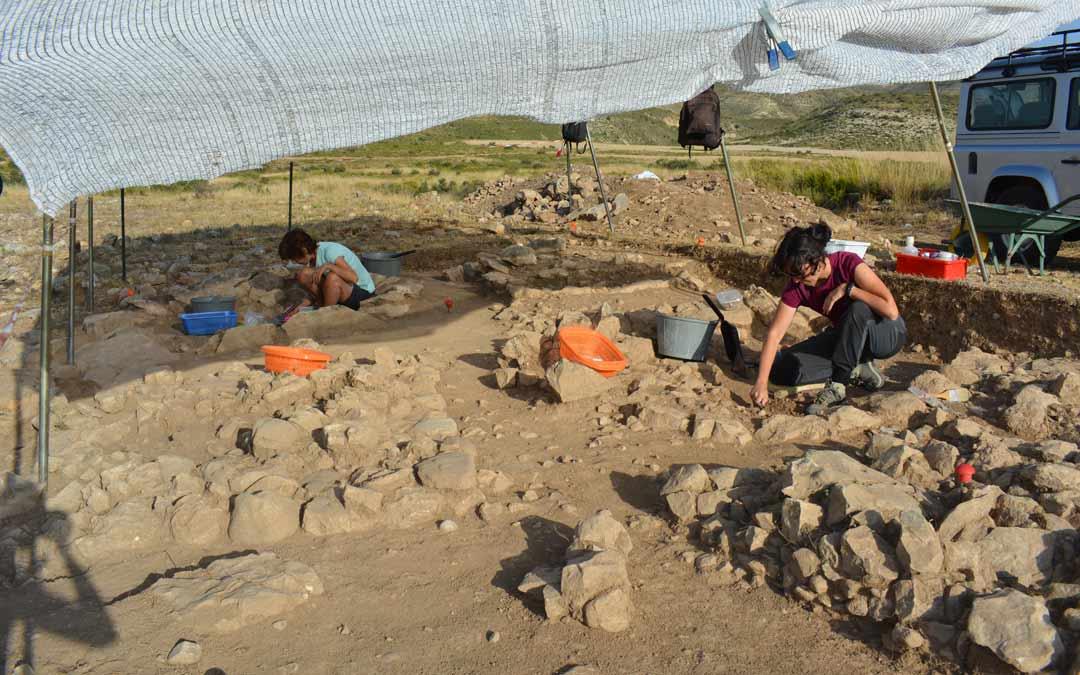 Labores de excavación de los túmulos funerarios hallados./I.M.