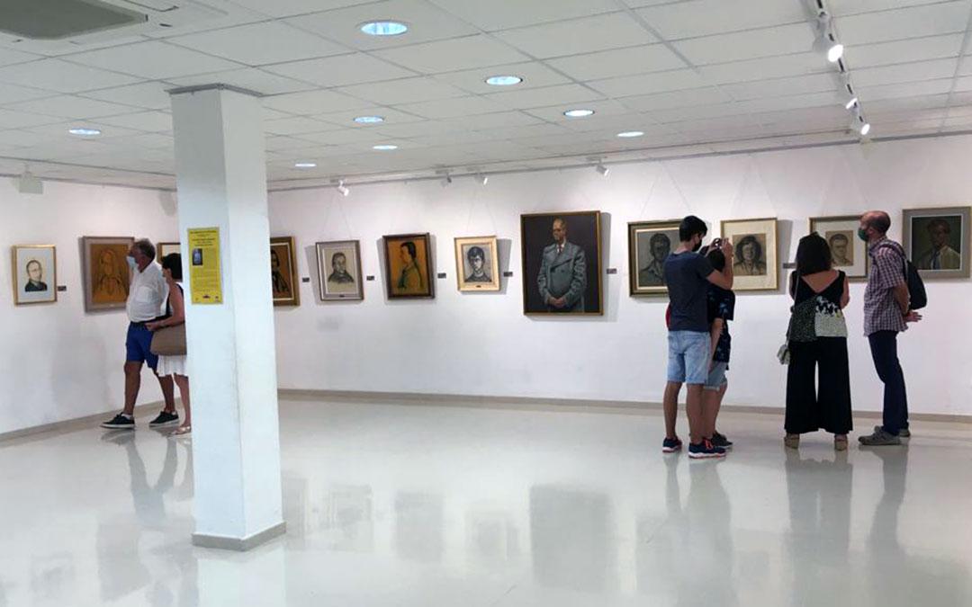 Apertura de la exposición de Antonio María Almazán en la Casa de la Cultura de Mas de las Matas./ Grupo de Estudios Masinos