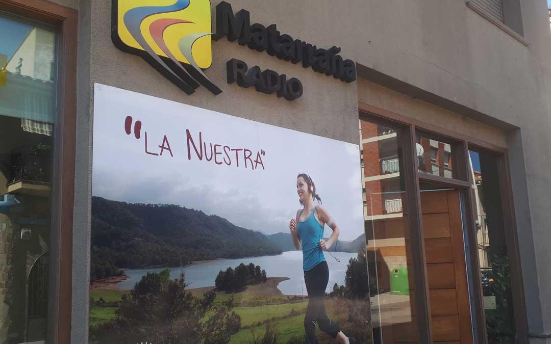 Fachada del estudio de Matarraña Radio en Valderrobres./ J.V.