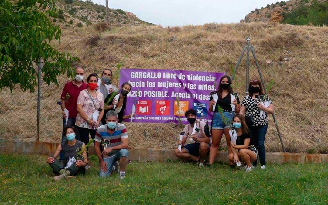 Grupo de vecinos de Gargallo que plantaron sus árboles en repulsa a la Violencia de Género./Ayto. de Gargallo