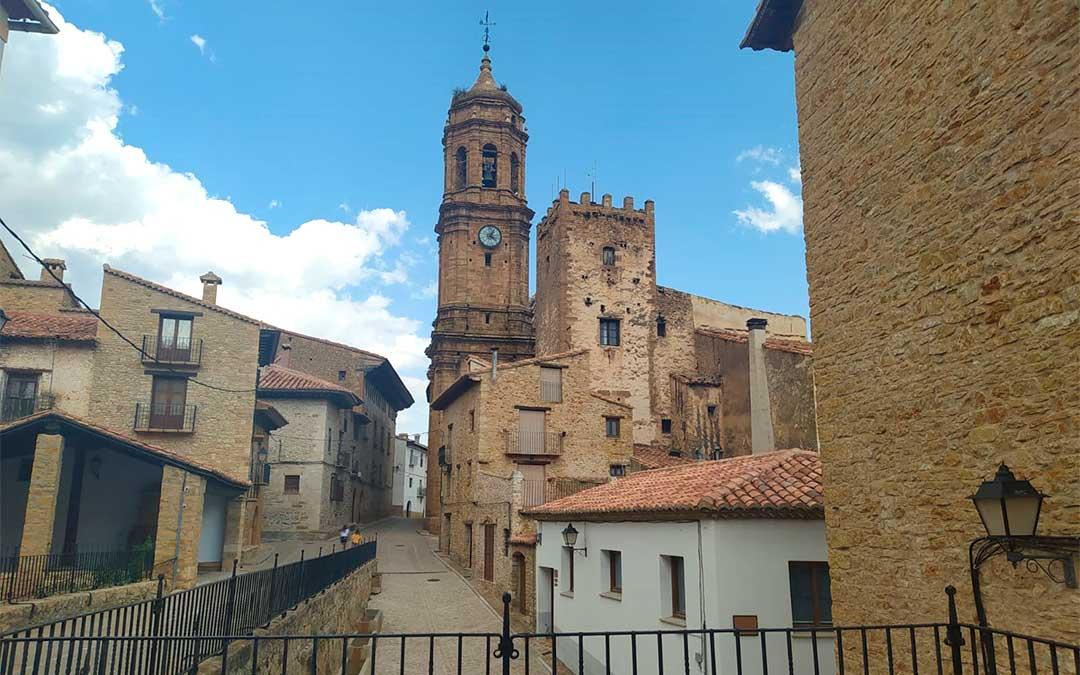 La iglesia de la Purificación de La Iglesuela del Cid./ L.C.