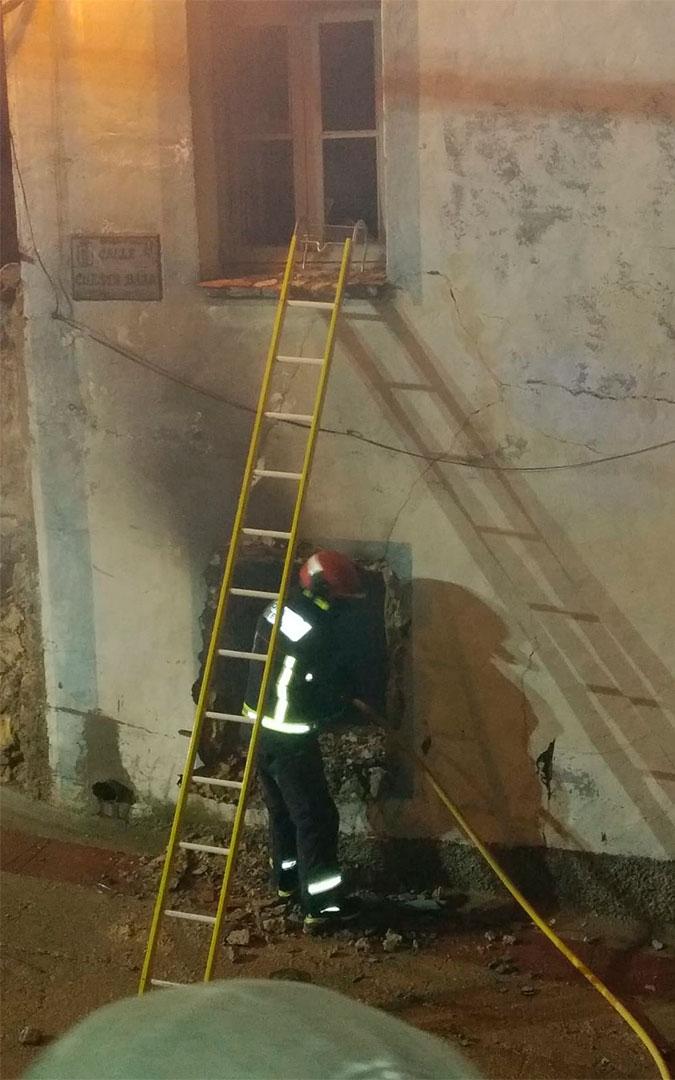 Incendio en una vivienda de Ariño./ Bomberos DPT