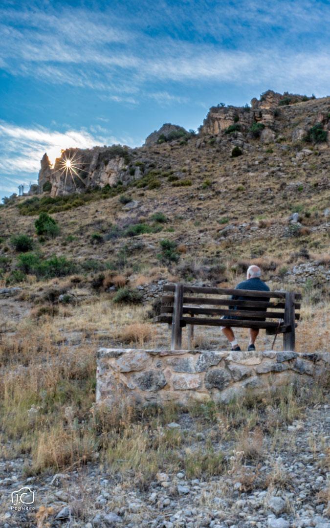 Momento en que el sol atraviesa el Frontón de la Tía Chula en uno de los Equinoccios de Oliete. / Juan Carlos Peguero