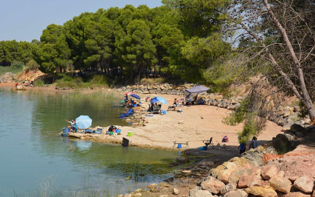 La Estanca de Alcañiz este domingo durante el campeonato '24 horas de pesca'./I.M.