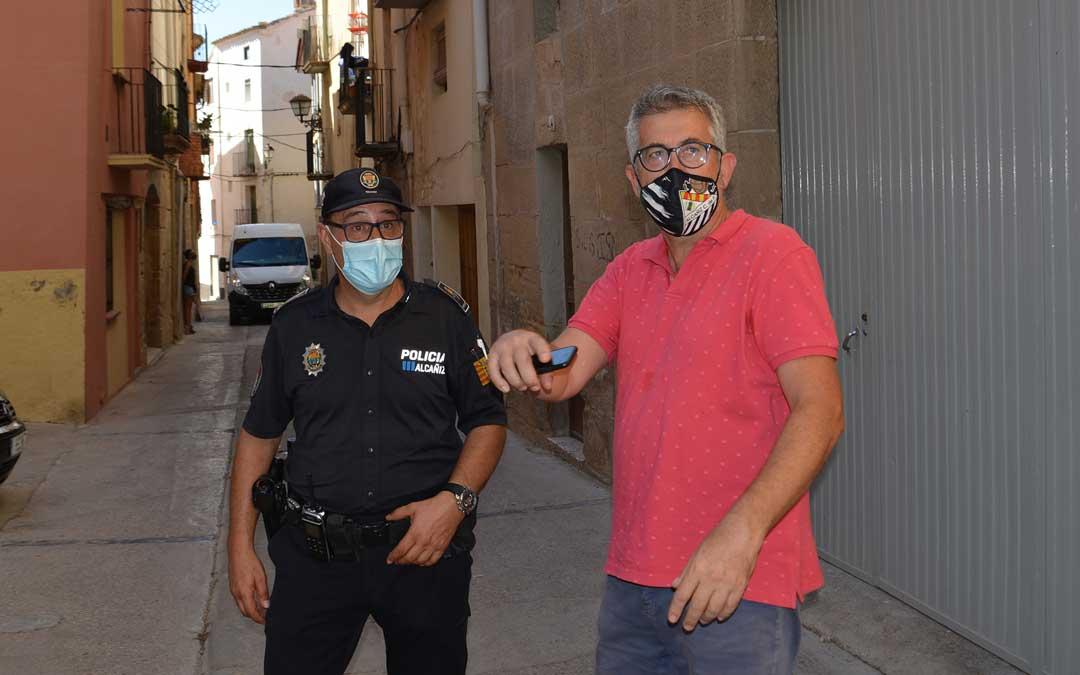 El jefe de la Policía Local, Pedro Obón; y el concejal de Seguridad, Kiko Lahoz / Ayto. Alcañiz