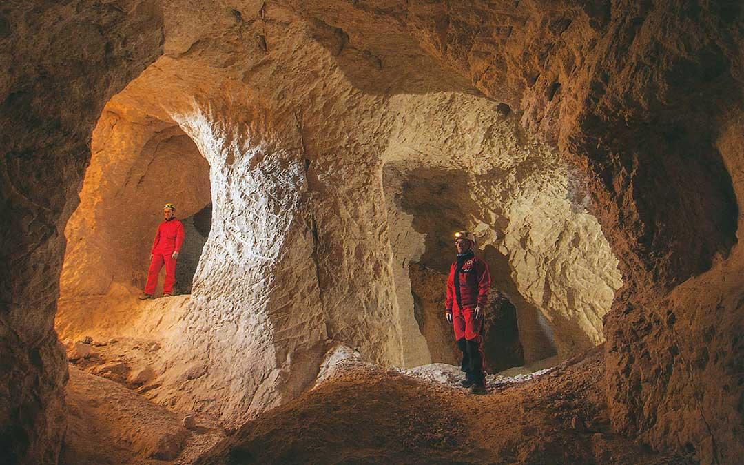 Imagen tomada dentro de las cavidades en los Aljezares del río Alfambra./ El Farallón