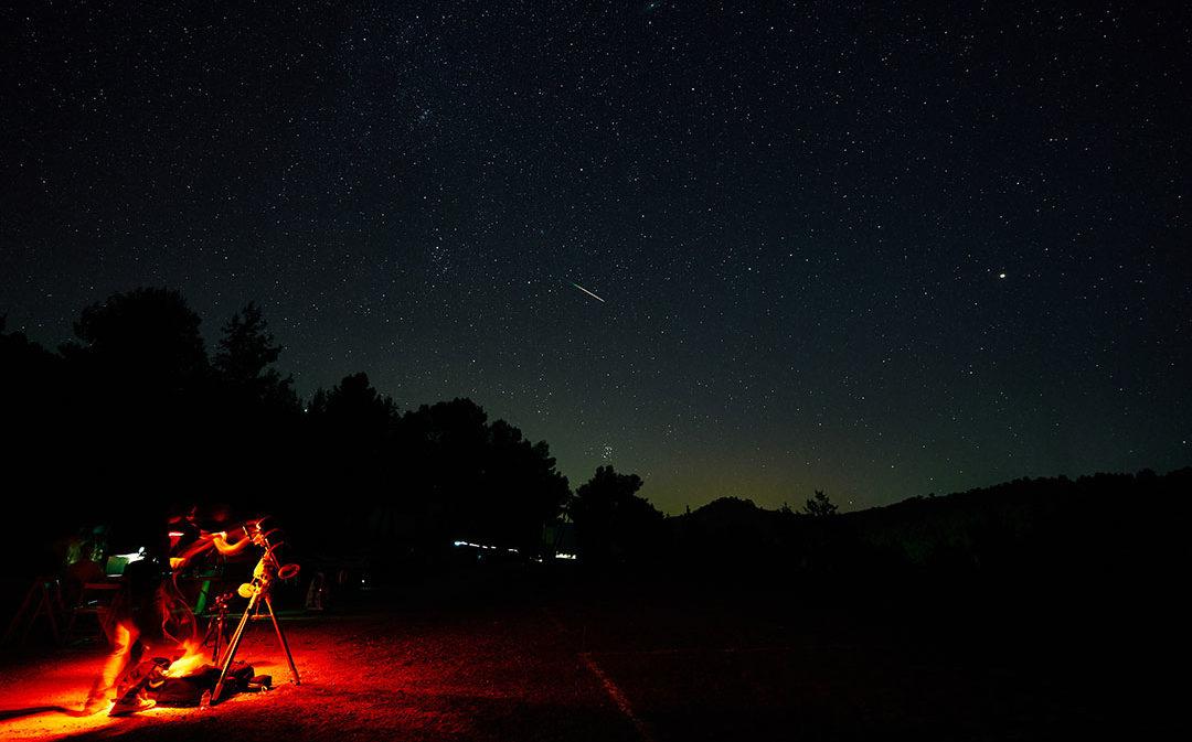 Estrellas fugaces, constelaciones y planetas en el cielo incomparable de Estercuel