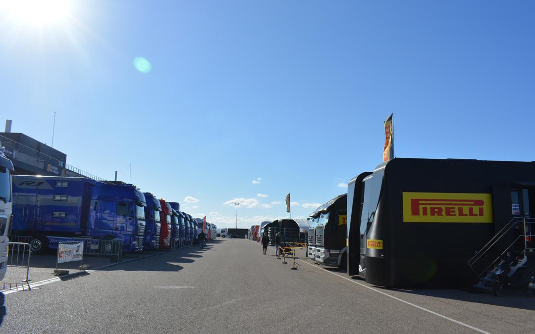 Paddock sin público este domingo en el Mundial de Superbikes en Motorland./I.M.