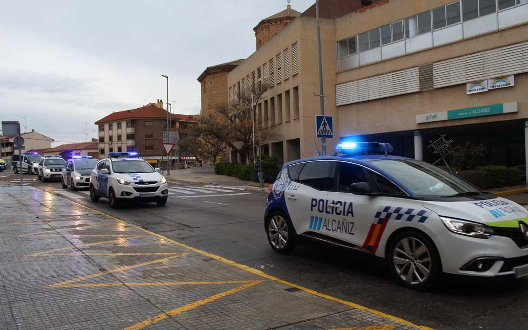Imagen de archivo de archivo de la Policía y la Guardia Civil durante los aplausos a los sanitarios en Alcañiz