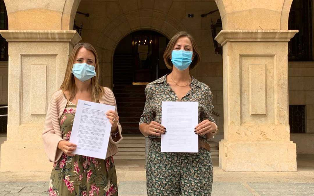 Yolanda Sevilla y Rosa María Sánchez (PP) en la rueda de prensa de este lunes./LA COMARCA