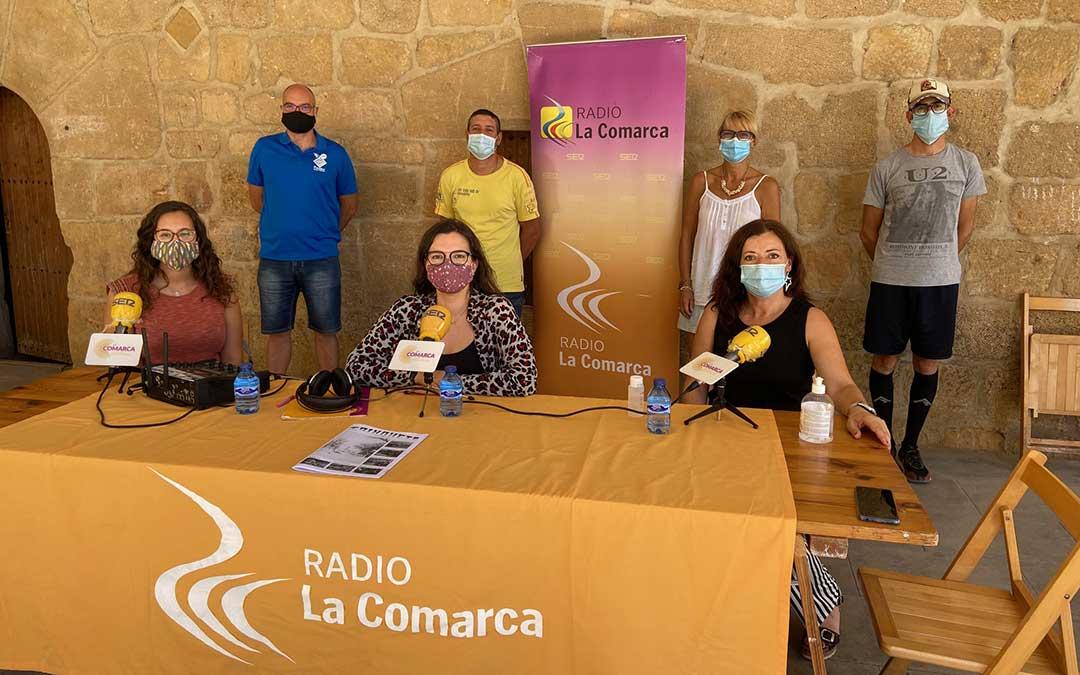 Invitados al programa especial de Radio La Comarca emitido desde La Mata de los Olmos./ L.C.