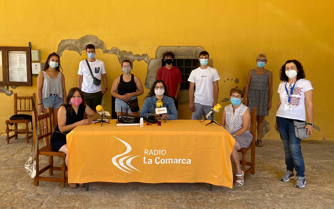 Invitados al programa especial de Radio La Comarca emitido desde Mirambel./ L.C.