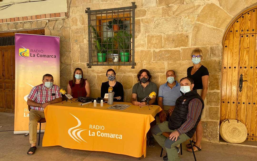 Invitados al programa especial de Radio La Comarca emitido desde la localidad de Molinos./ L.C.