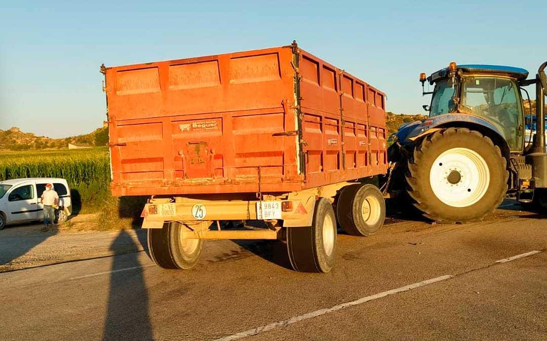 Imagen del tractor accidentado. Foto: Protección Civil Bajo Aragón-Caspe.