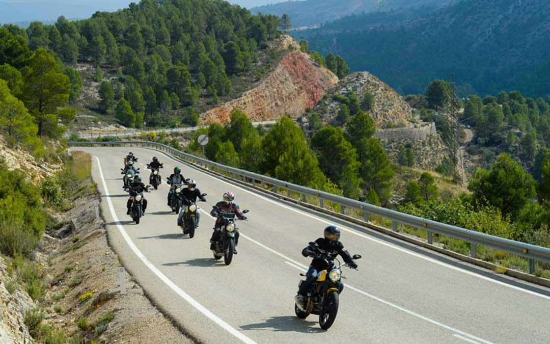 """El """"slow driving"""" por las carreteras del territorio va ganando adeptos / Visit Bajo Aragón"""