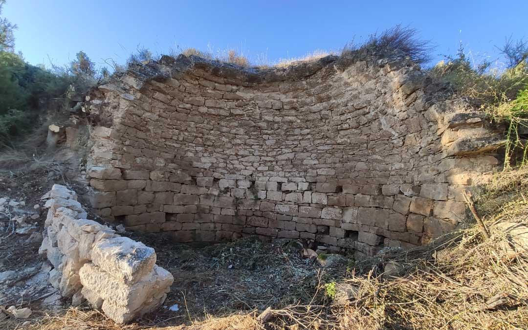 El gran muro y perímetro es ahora visible.
