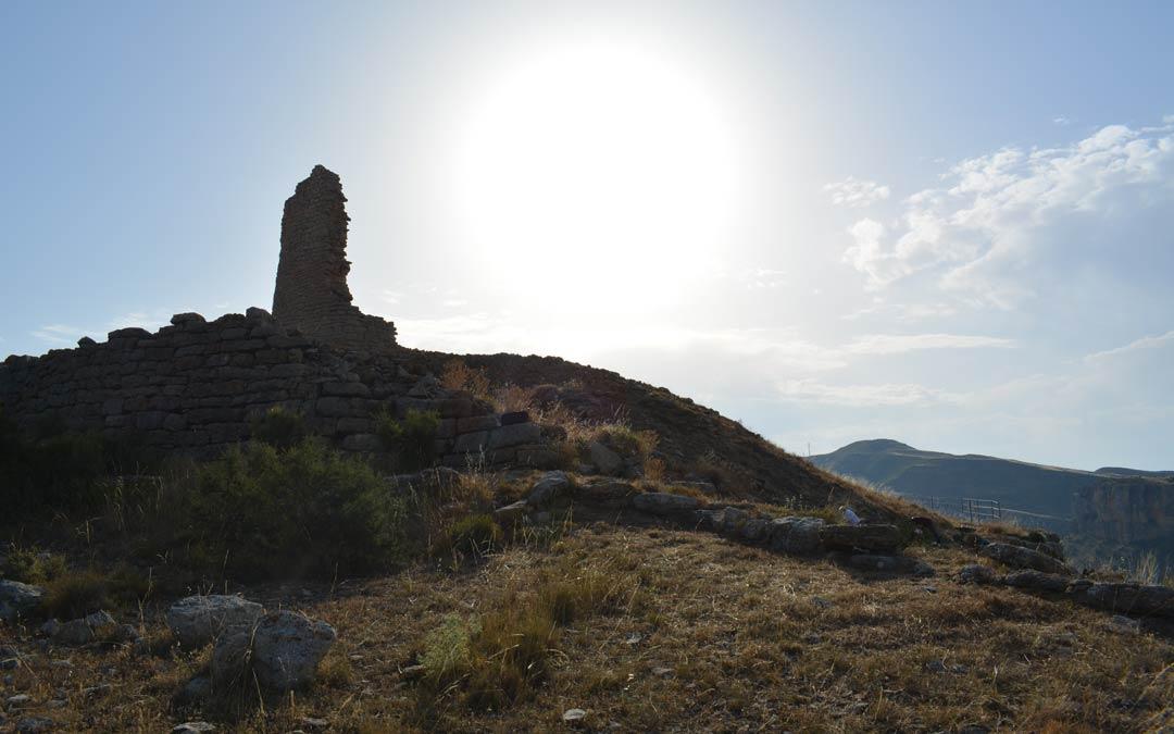 Silueta a contraluz del yacimiento ibérico de San Pedro de Oliete./I.M.
