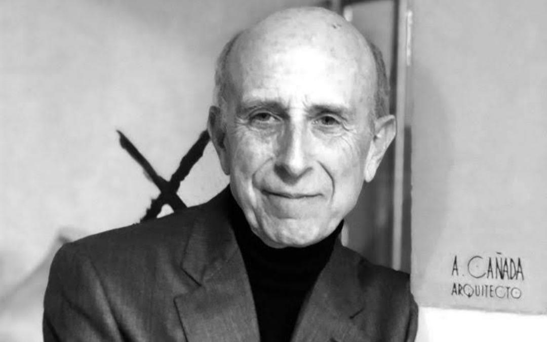 El arquitecto Alejandro Cañada Peña es autor de varias intervenciones muy simbólicas en Teruel especialmente. / Archivo personal