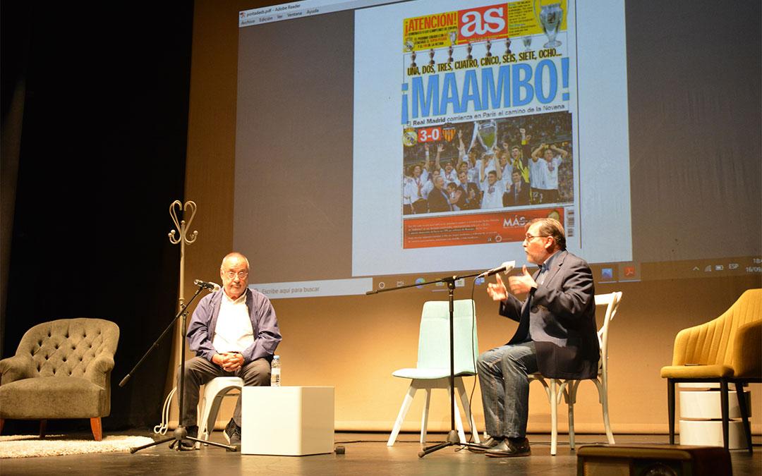 Alfredo Relaño y Paco Ortiz Remacha en el curso de periodismo deportivo de Alcañiz./ L.C.