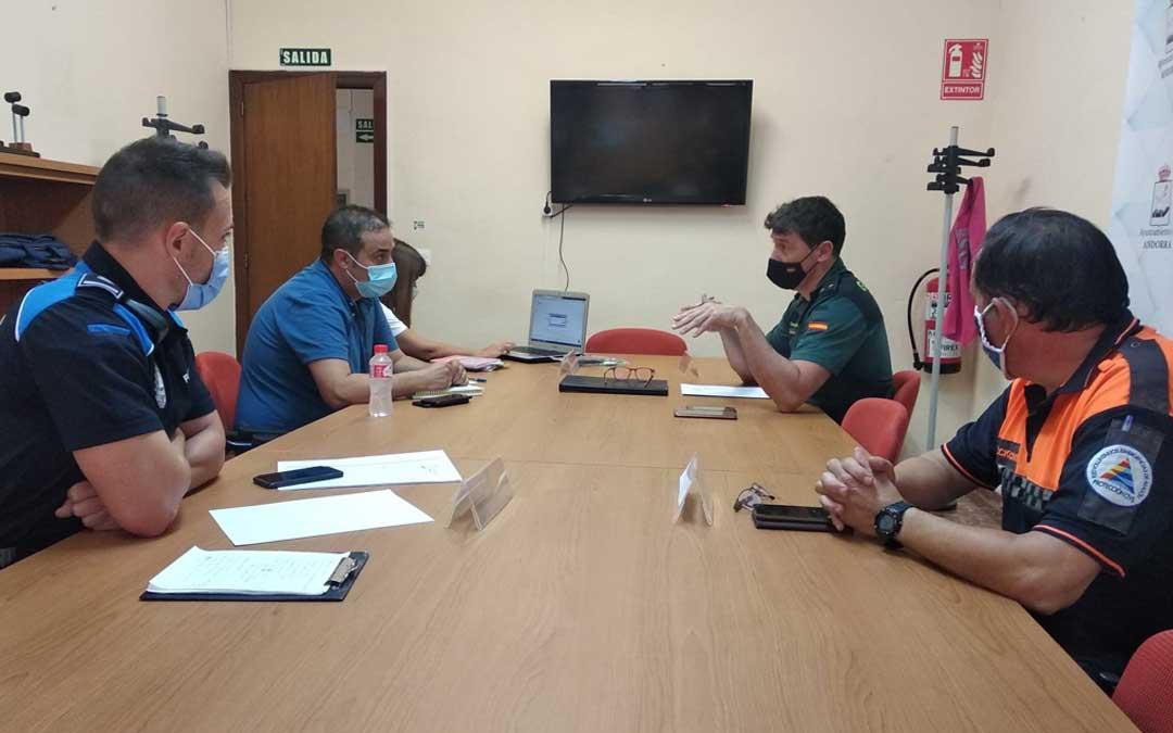Desde Andorra participaron en la Junta de Seguridad Local el alcalde, Antonio Amador; el teniente de la Guardia Civil, Javier Muro, Raúl Domínguez, Policía Local; y Antonio Camacho, Protección Civil