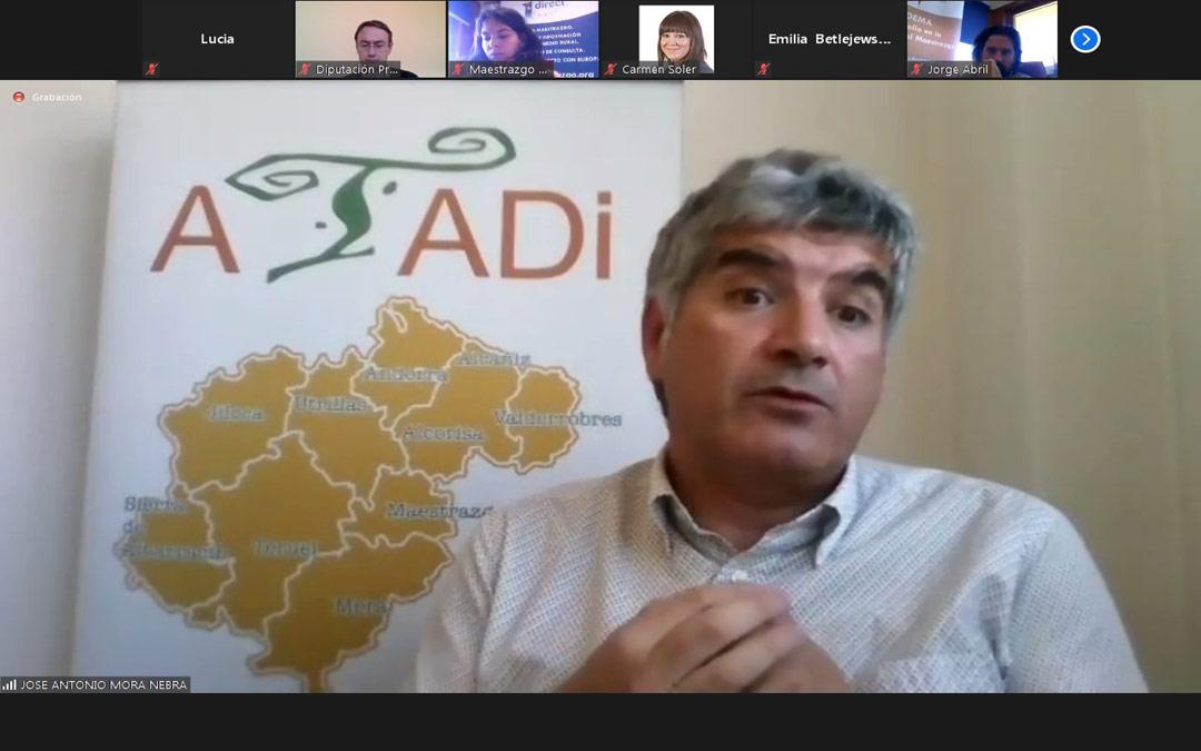 José Antonio Mora, gerente de ATADI, explica la experiencia de la entidad con el Programa de Voluntariado Europeo. L.SALES
