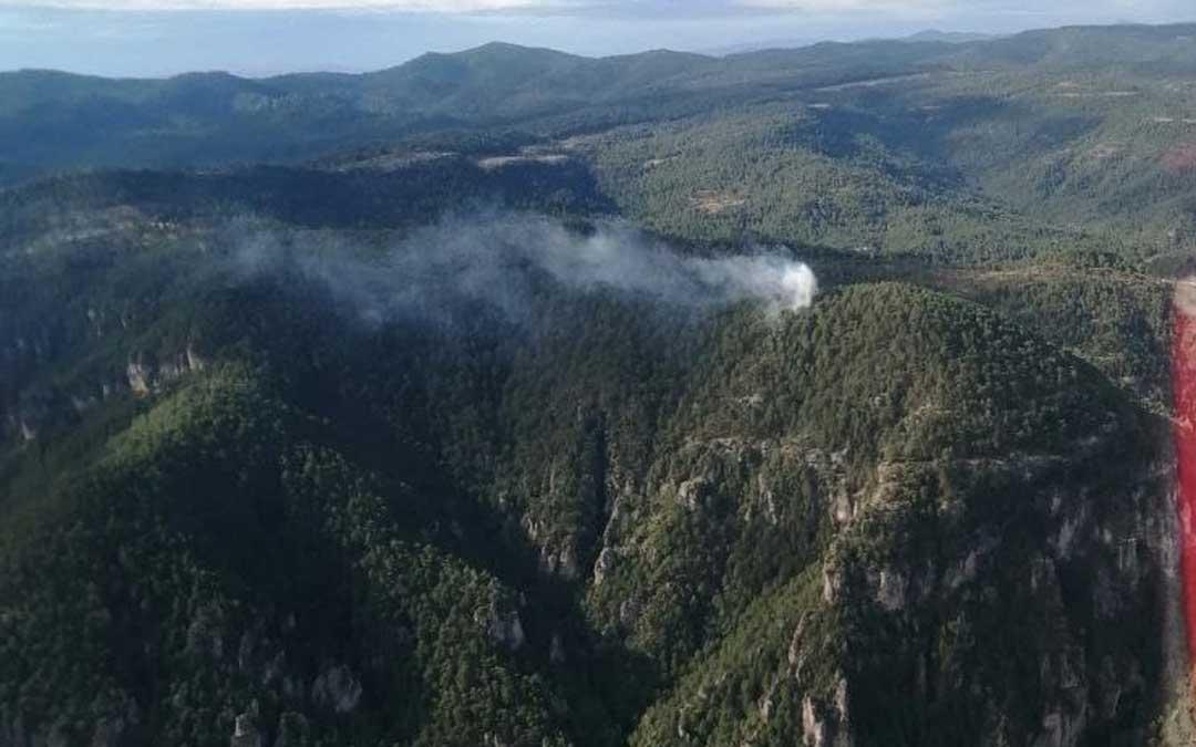 Las llamas se han iniciado en una zona de difícil acceso en el corazón de los Puertos de Beceite.