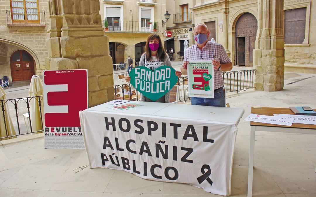 Blanca Grimal, de la Plataforma de los Servicios Públicos; y Antonio Saz, de la coordinadora de la España Vaciada, este jueves en rueda de prensa / L. Castel