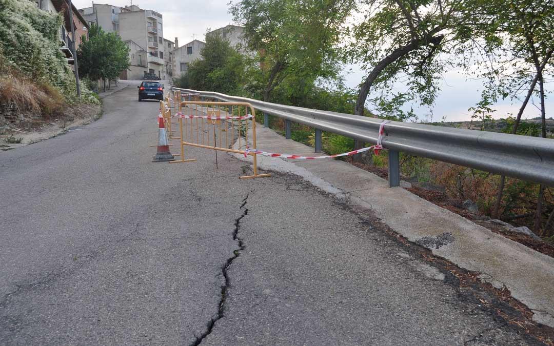 El entorno de la Carretera Nova es inestable y han aparecido varias grietas.