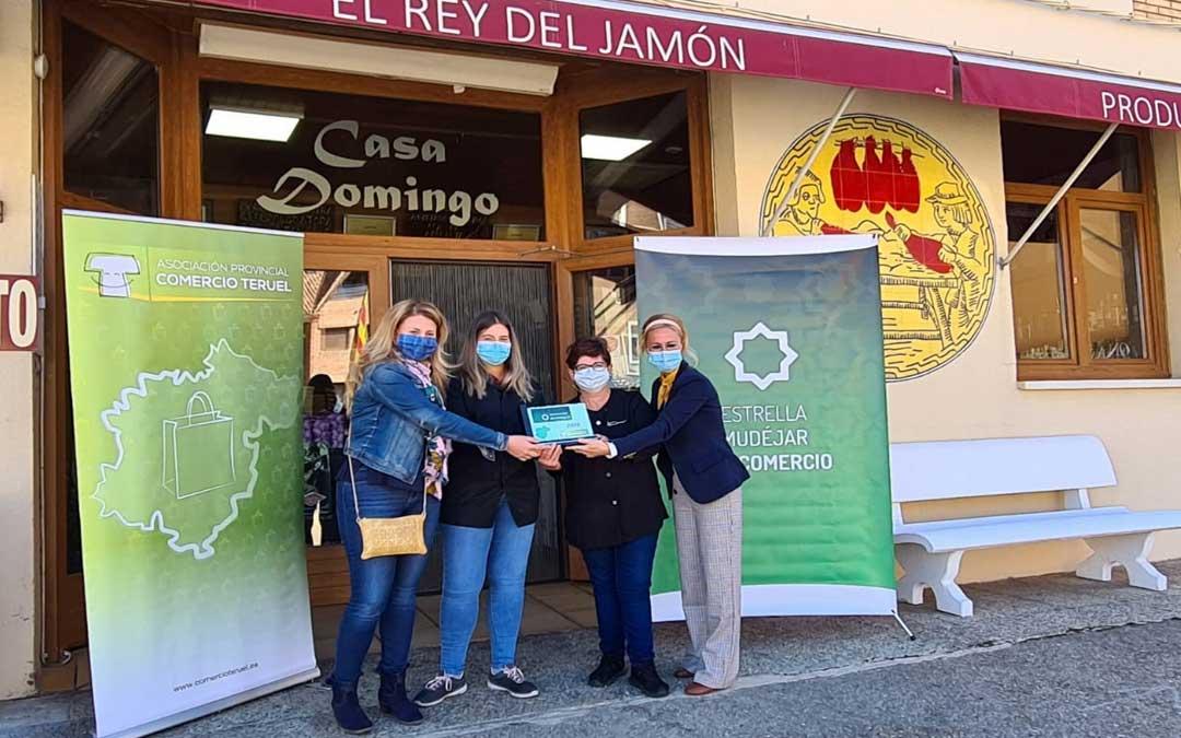 Entrega del premio a Jamones Casa Domingo en Calamocha./Asoc. de Comercio Teruel