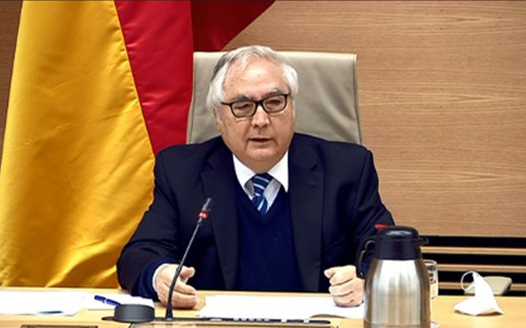 El ministro Castells en comisión