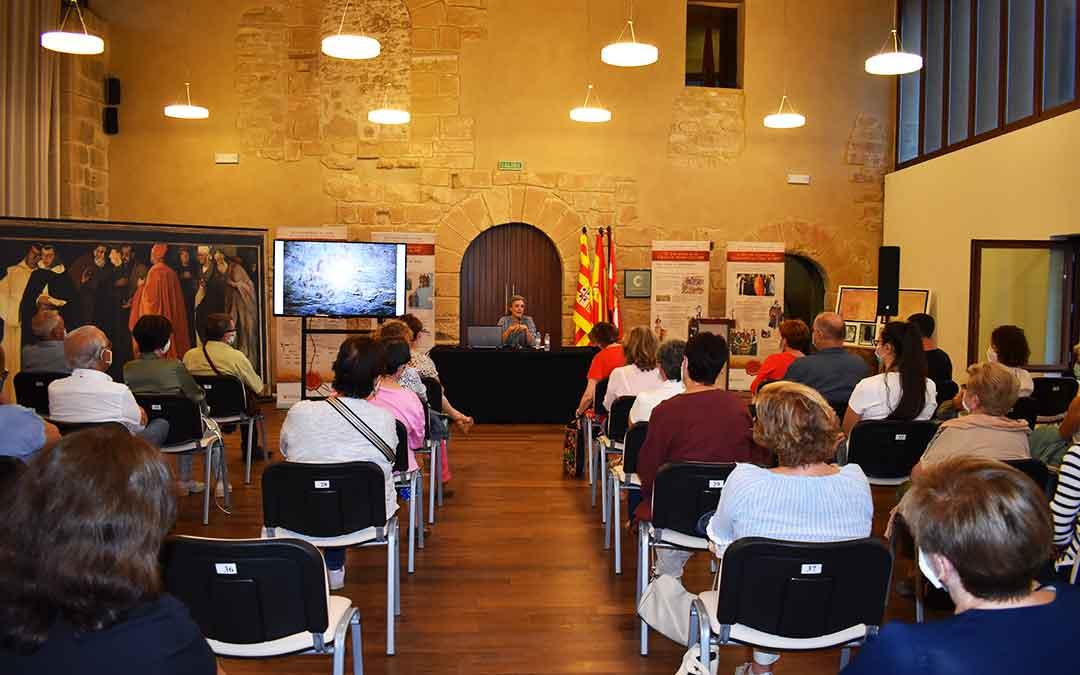 Ángeles Caso durante su conferencia en el Castillo de Caspe, este miércoles.