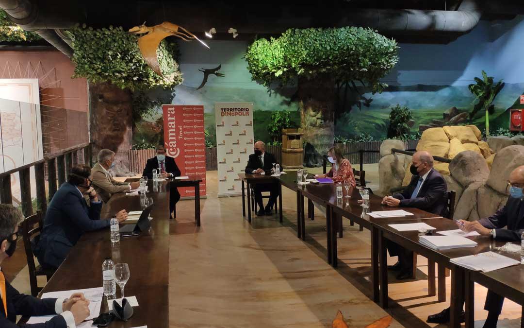 Dinópolis ha acogido la reunión del comité ejecutivo de la Cámara de Comercio de Teruel