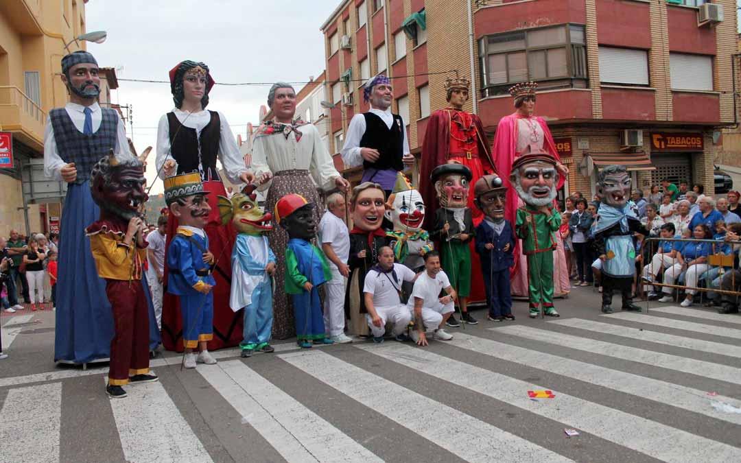 Foto de archivo Comparsa de Gigantes y Cabezudos de Andorra./LA COMARCA