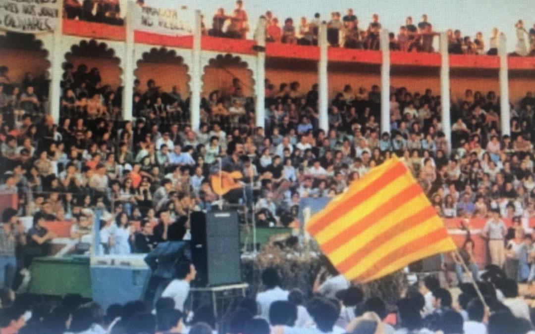 El concierto de Carbonell y otros músicos llenó la Plaza de Toros de Alcañiz el 5 de septiembre de 1976