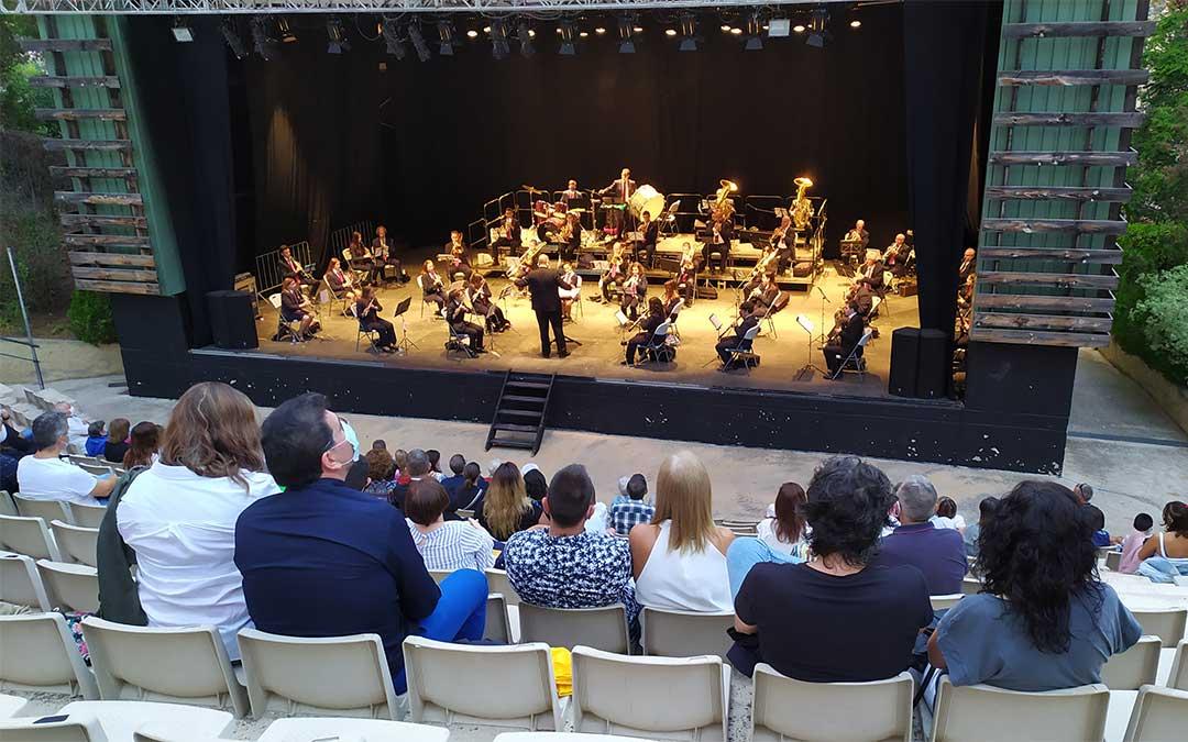 Concierto de la Unión Musical Nuestra Señora de Pueyos en el anfiteatro de Alcañiz./ J. Peñalver
