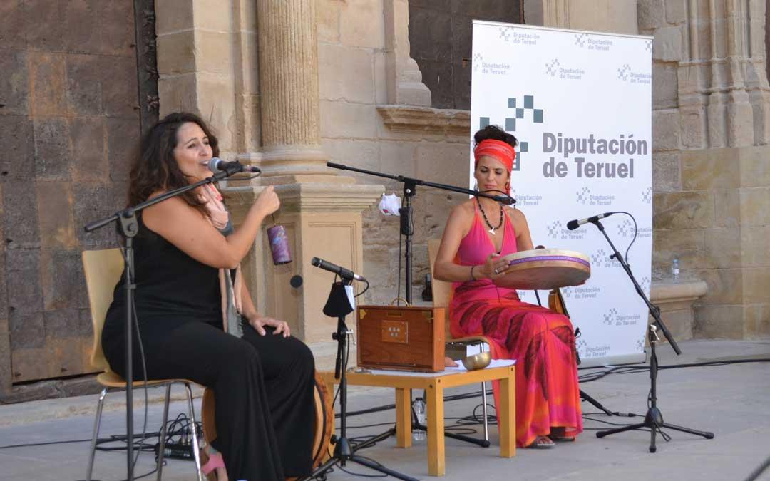 La actuación de Les Morenillas en la plaza de España de Alcañiz