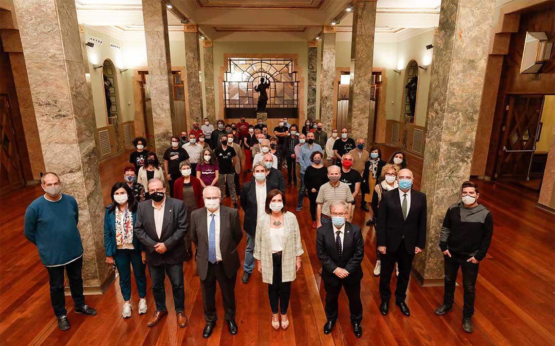53 asociaciones del ámbito del aragonés y el catalán de Aragón han suscrito un compromiso de trabajo conjunto con la Dirección General de Política Lingüística./ DGA