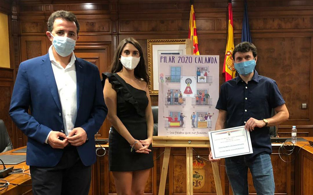 Entrega del premio al cartel ganador 'El Pilar de la Esperanza'./Casa de Cultura Calanda