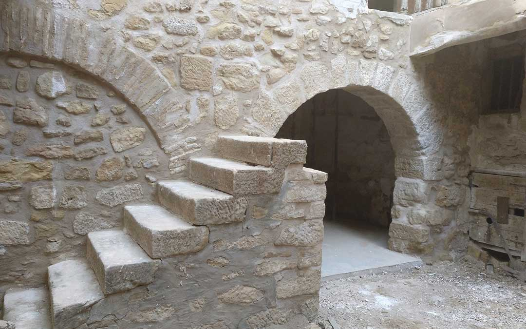 Escalera rehabilitada durante la segunda fase./Facebook Casa Bosque