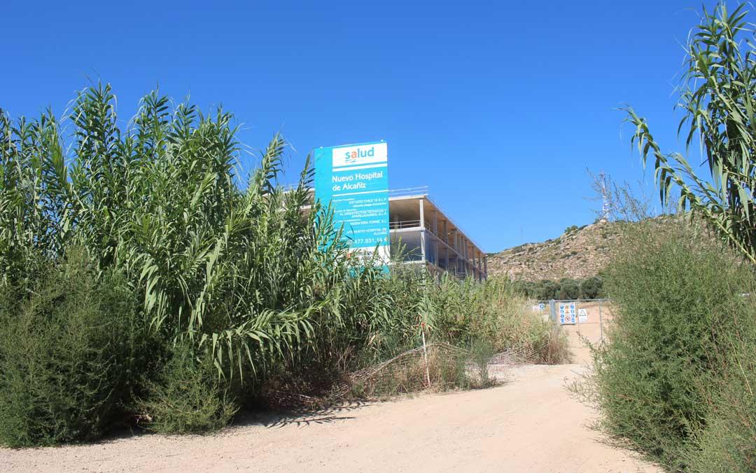 Las obras del Hospital llevan más de dos años paradas / L. Castel