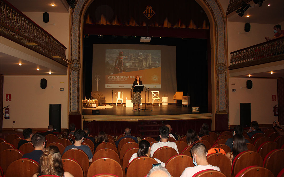 La secretaria de Estado para el Deporte inaugura el curso de periodismo de Alcañiz./ L.C.