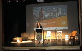 La secretaria de Estado para el Deporte, Irene Lozano, inaugura el curso de periodismo de Alcañiz