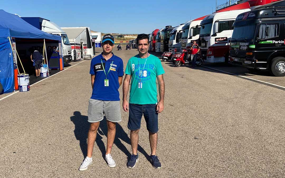 Marcos y Javier Lahoz en el paddock alcañizano durante el fin de semana./ A.M.