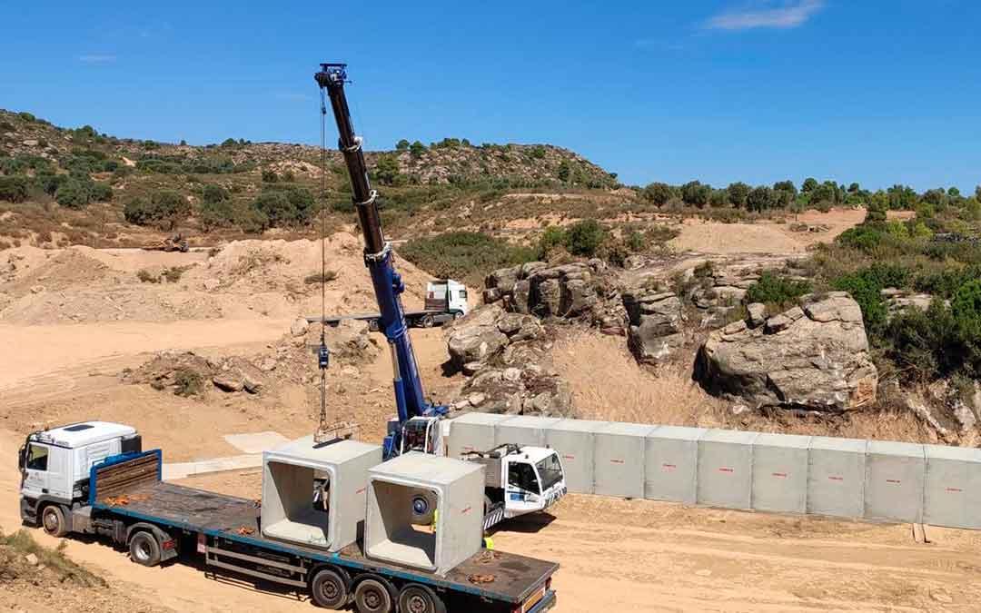 Imagen actual del estado de la carretera A-1412, que une Maella y Mazaleón, y que está en plenas obras. la comarca